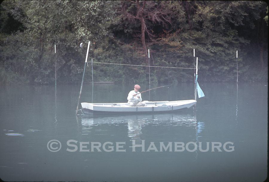 Pêcheur à la barque (brume)